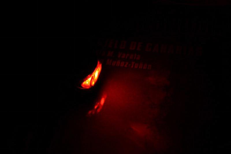 Imagen de una linterna de luz roja con un led.