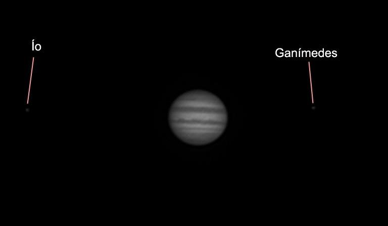 Júpiter y dos de sus lunas