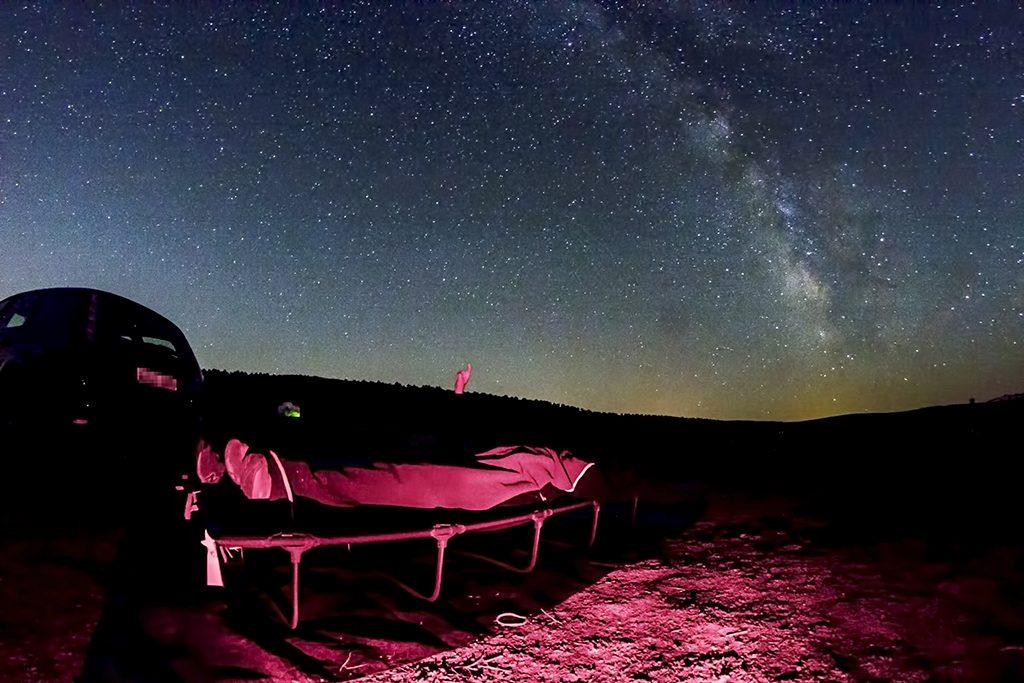 Unas camas de camping y un cielo estrellado. Lo único que necesitas para ver las Perseidas.