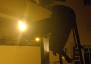 Tapando luces con la mochila del ETX.